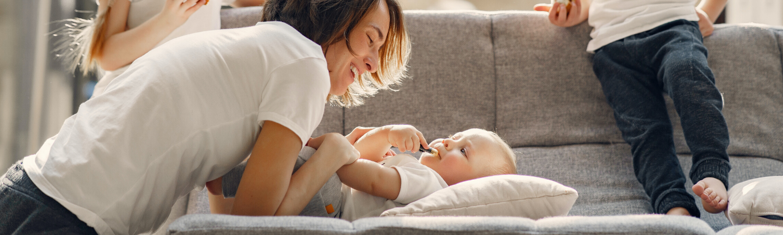 Massage pour bébé – aussi bénéfique pour maman que pour bébé
